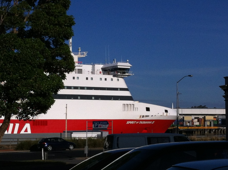 when the ferry comes to devonport the town stops